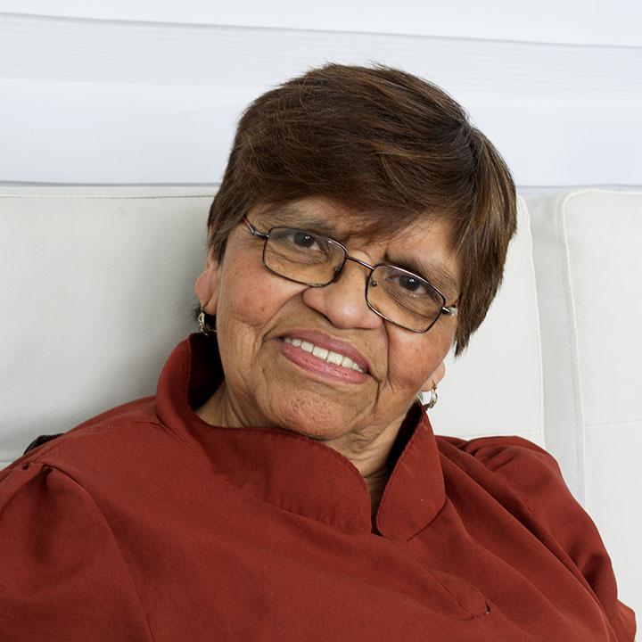Gladys Akina
